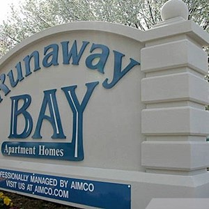Runaway Bay Monument Sign