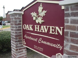 Oak Haven Apartment Monument Sign