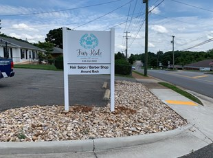 Post & Panel Sign for Pet Grooming Business in Rustburg, Virginia