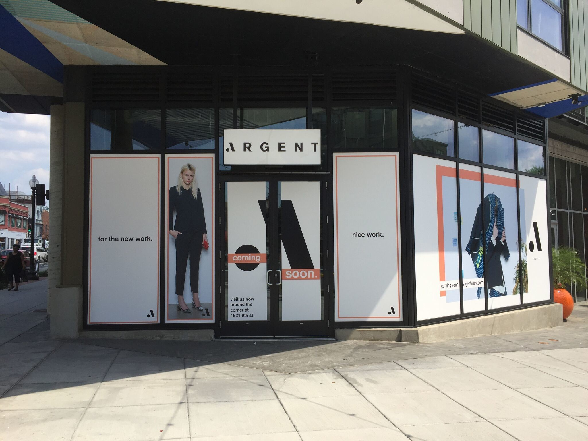 Large Scale Window Graphics Create an Eye-Catching Look