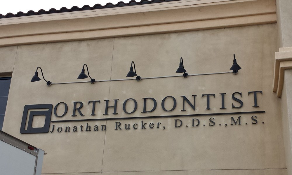 dimensional lettering, outdoor, signs by tomorrow, inland valley, southern california, jonathan rucker dds, orthodonist, temecula