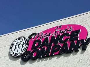 dimensional lettering, outdoor, signs by tomorrow, inland valley, southern california, miss sue's dance company, temecula, murrieta