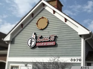 illuminated sign, channel letters, channel letter logo for Smokin' T's Bar B Que in Mundelein, IL