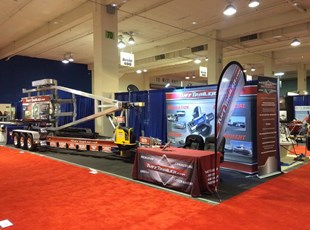 Tradeshow Booth, Feather Banner, Tablethrow