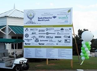 Oversized golf banner